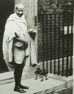 Gandhi_in_england