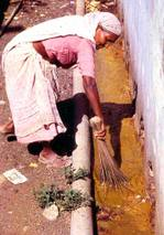 Cleaning_latrines_in_india_2